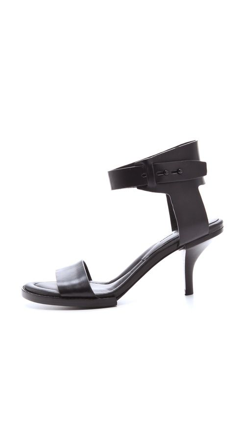 #Shoes. #❤ #Sapatos #Zapatos #Sandals #Sandalias #Scarpin #Botas #Boots #Love #Passion #LoveShoes #ShoeSick #Fashion #Style #FashionShoes #Cute #CuteShoes #Chic #ChicShoes #StyleShoes