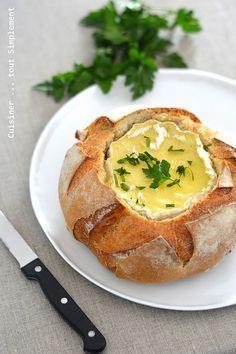Le camembert au four, un classique à la maison ... mais cette fois, je vous le présente dans une boule de pain ... Ingrédients ( pour 6 personnes ) 1 camembert 1 boule de pain Préparation : Préchauffer le four a 180° Couper la tête de la boule de pain....