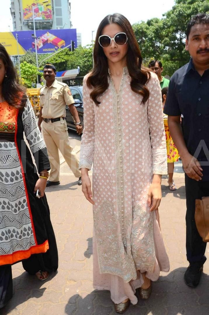 Deepika seeks Lord Ganesha's blessings before Piku's release! | PINKVILLA