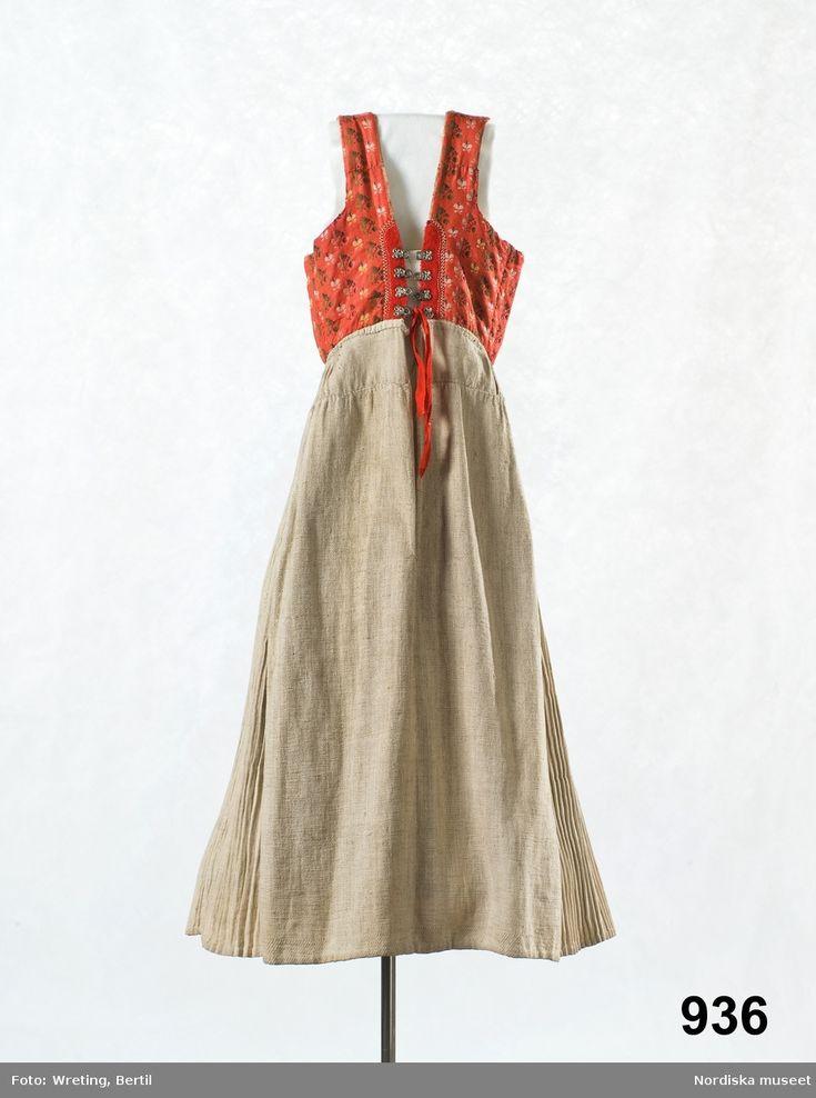 Livkjol s.k. vitsärk, med kjol av oblekt  linnelärft. Orsa, Dalarna, Sweden.