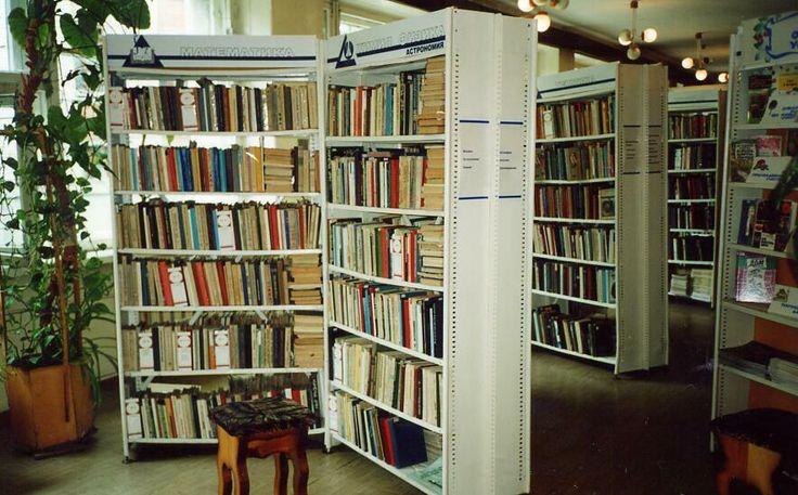 Фото тематической полки по ассамблеи в библиотеке