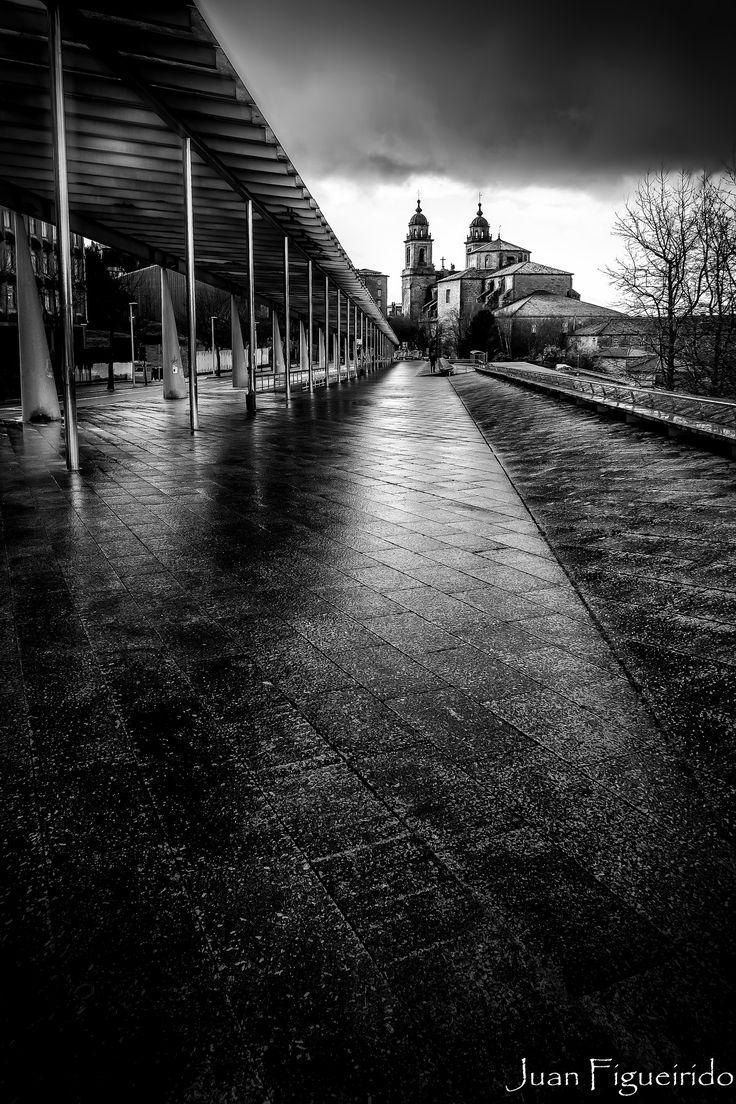 https://flic.kr/p/Qxejta   San Francisco   San Francisco del Valle de Dios es un monasterio franciscano fundado a comienzos del siglo XIII en Santiago de Compostela, declarado Monumento histórico artístico.