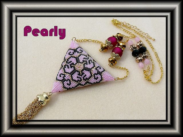 triangle rose réversible verso by pearly beads, via Flickr