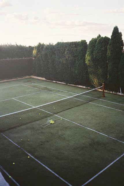 Grass Tennis Court In Backyard :  de tenis breta?a jard?n grass tennis court 107 13 boast the courts