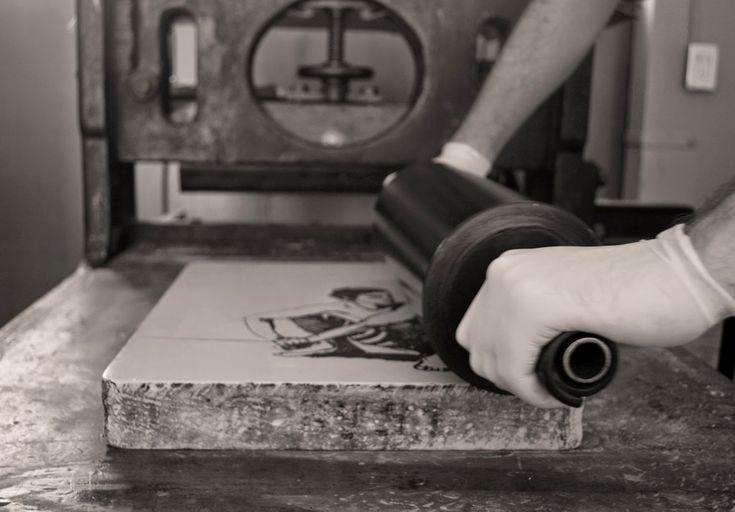 La litografia è un procedimento di stampa con matrice piana, inventato nel 1798…