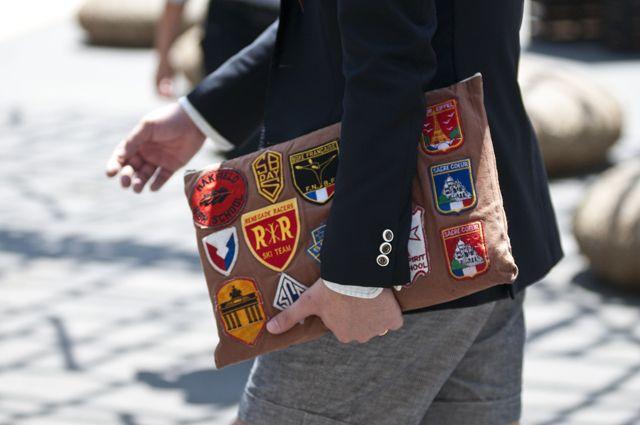 Contrasting sleeve / men-clutch