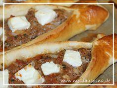 Türkische Pide mit Hackfleisch und Käse – Rezept