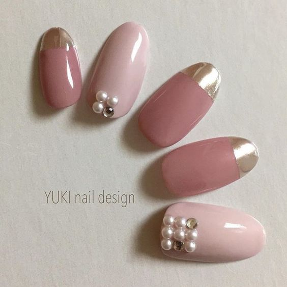 ミラーネイルはピンクがおしゃれ!簡単で初心者でもできるやり方は ... フレンチ+ピンクミラーネイル