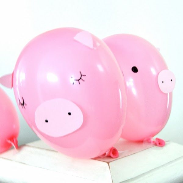 Pig party balloons