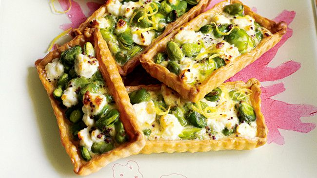 Broadbean and goat's cheese tartlets with lemon dressing