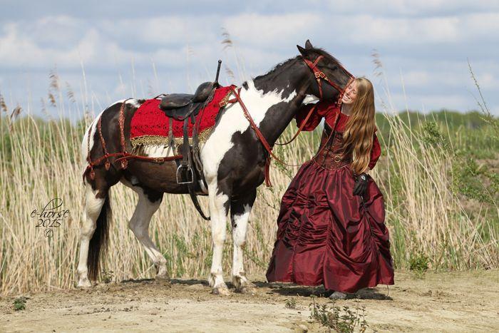 Emma en Golden Zippo - fotoshoot thema sprookje door E-horse Equine Photography