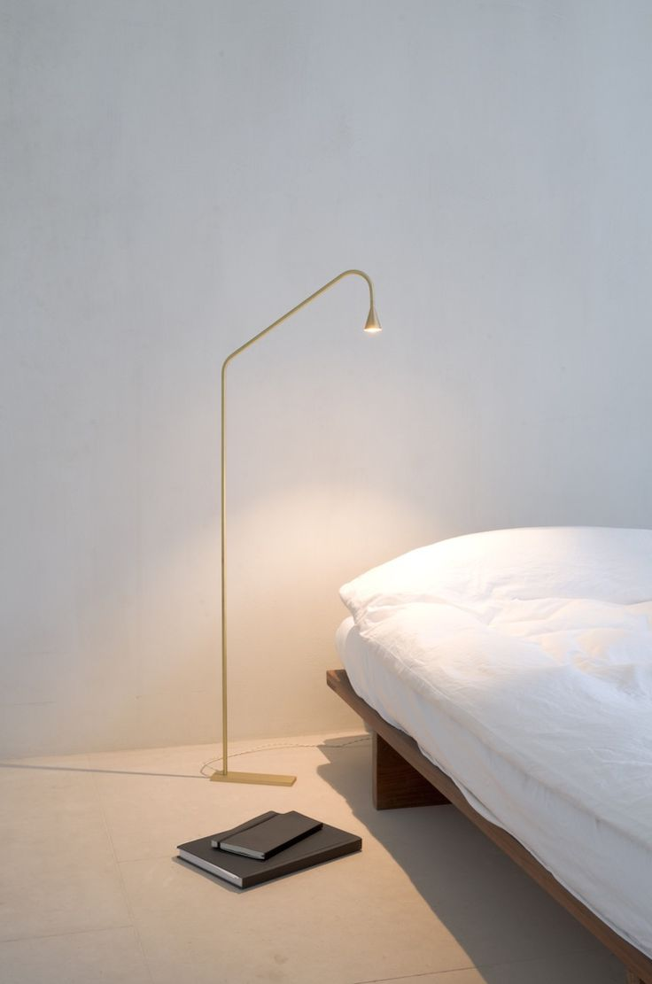 Austere Lamp x Hans Verstuyft Architecten love this brass floor lamp