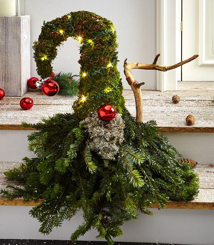 Wichtel Aus Tanne Und Moos Selber Machen Basteln Weihnachten Dekoration Weihnachten Basteln Weihnachten Dekoration