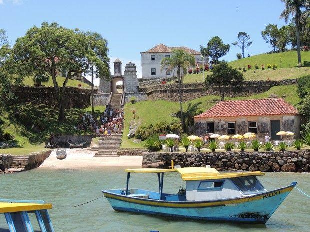 Um dos locais de visita é a Fortaleza de Anhatomirim (Foto: Scuna Sul/Divulgação)