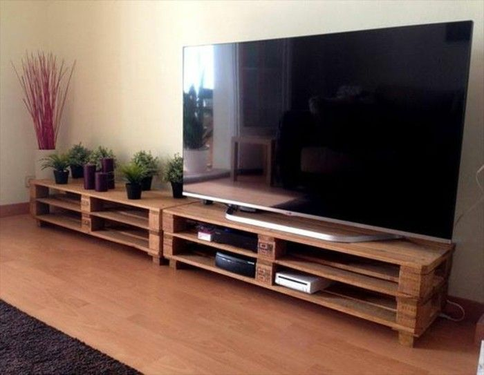 fabriquer un meuble en palette, excellente suggestion, meuble minimaliste, grand TV LED