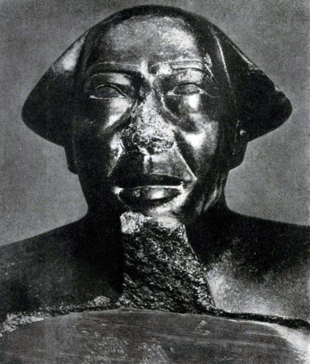 99 а. Голова статуи Монтуэмхета. Гранит. XXV династия. Около 670 г. до н. э. Каир. Музей.