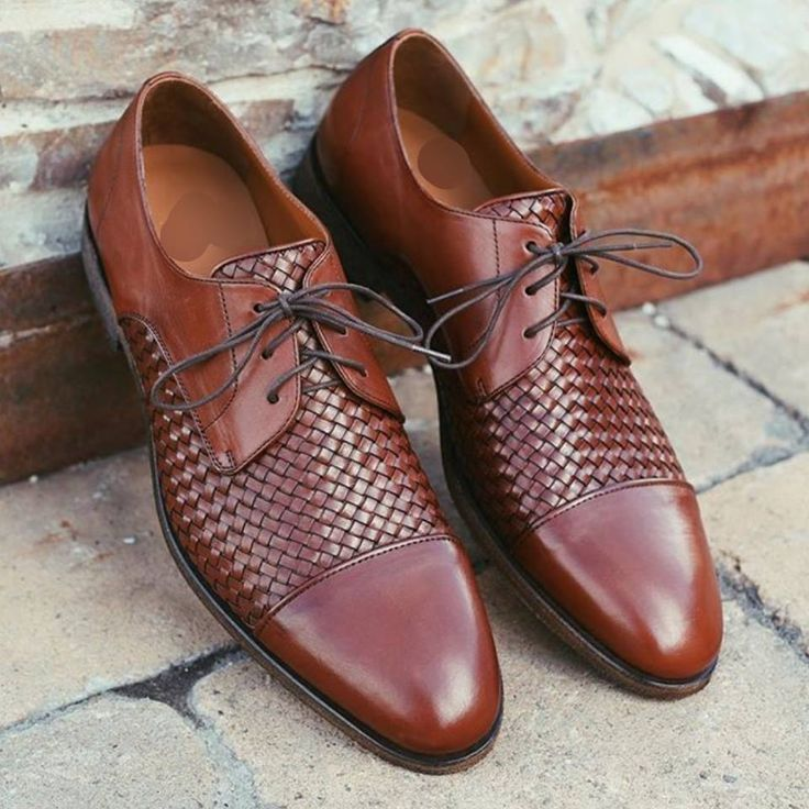 Shoes are a very important detail and men often make mistakes when choosing shoes. Especially when we are talking about men's footwear for the winter season.