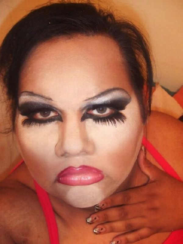 15 People Who Need to Put the Makeup Brush Down 4 - https://www.facebook.com/diplyofficial