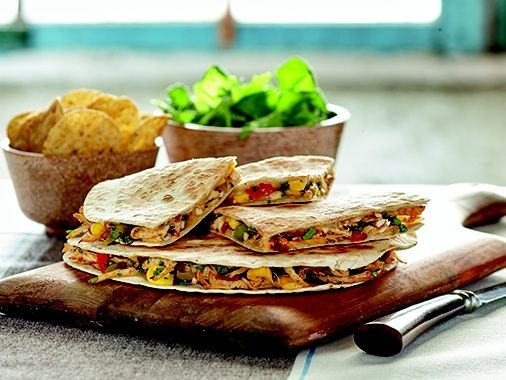 Créer une ambiance conviviale avec ces Quesadillas au poulet et légumes #TexMex | Create a friendly atmosphere cooking Chicken and vegetables #quesadillas