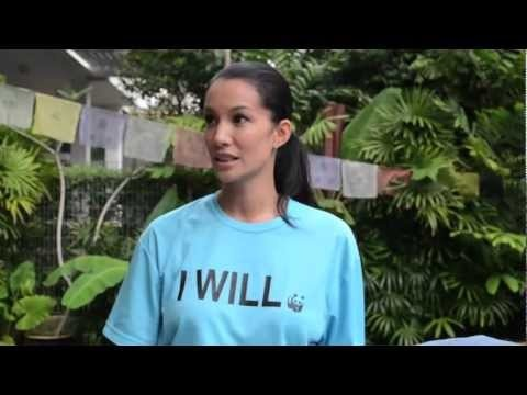 Because 10,000 people pledged to give up plastic bags and straws for the rest of 2012, WWF Singapore ambassador Nadya Hutagalung will swim with a great white shark!