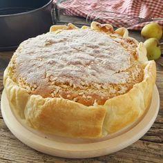 Torta melosa soffice con guscio di friabile pasta sfoglia