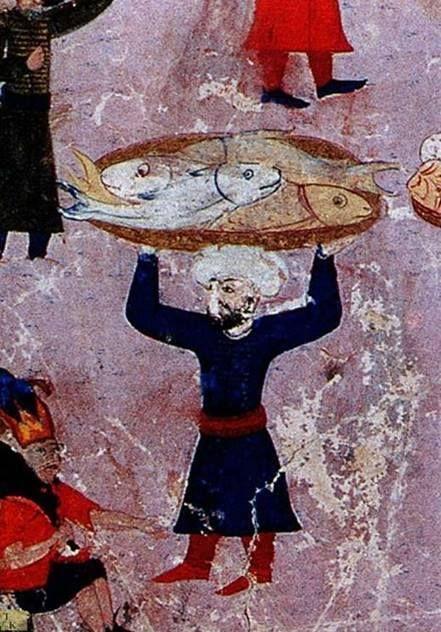 ''Trabzon'de ikindi namazı kılınırken; münadi(tellal, ulak), mevsimin ilk hamsisini duyurur. Bunu duyan cemaat, imam ve müezzin. ''Namazın kazası olur ama hamsinin kazası olmaz'' deyu namazı bırakıp hamsinin peşine koşarlar.'' Evliya Çelebi, 1640  (Evliya Çelebi, Seyahatname, İstanbul: YKY, 1999, II, 53-54)