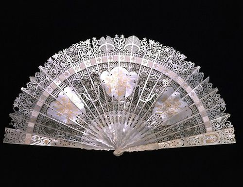 Mother of Pearl fan mid 18th century, V museum collection