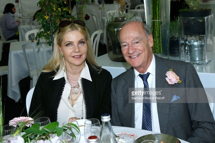 Wife of Italy's Ambassador to France, Giada Magliano and Prince Amyn Aga Khan attend the Days of Plants 2017 at Chateau de Chantilly on May 19, 2017 in Chantilly, France.