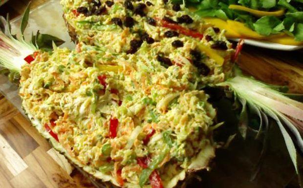 Receita de salpicão fácil de fazer feito com frango, cenoura, milho, batata palha e outros ingredientes.