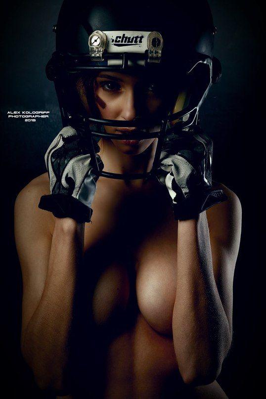 Только за это  фото , некоторым  уже  начинает  нравится  американский  футбол  .......