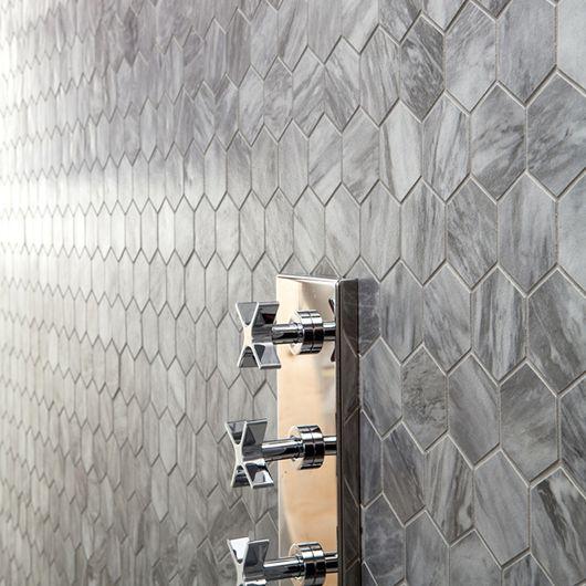 Серая плитка сота в ванной комнате | Bathroom hexagon tiles