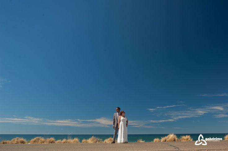 trash the dress -  session pre boda - fotógrafo de bodas patagonia argentina - sur - mar - fotografía de boda al aire libre