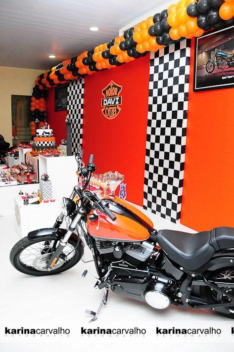 Uma festa de Moto??? É isso mesmo! E nesse caso de uma marca específica, que mais que uma moto, virou conceito, paixão entre os felizes pro...