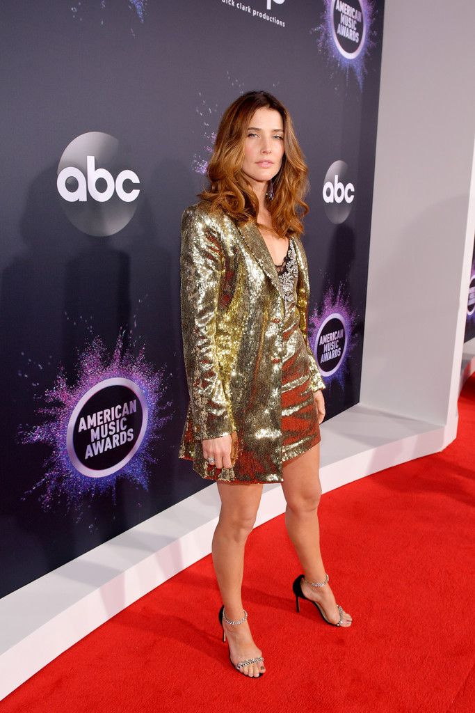 Cobie Smulders Photos Photos 2019 American Music Awards Red Carpet In 2020 American Music Awards Music Awards Beautiful Celebrities