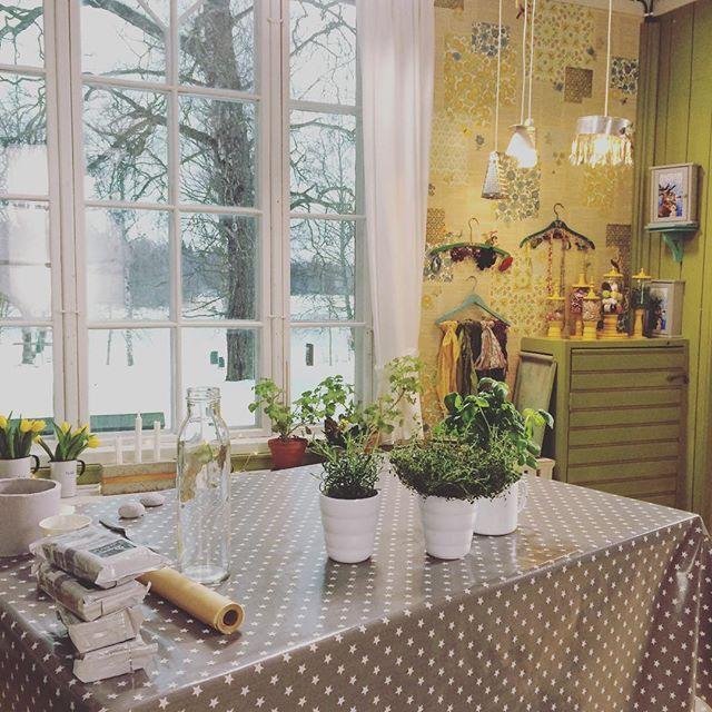 """My work space Min jobbhörna #tv #strömsö #snartientvnäradig #pyssel #pyssla #askartelu #hobbyrum #diy #gördetsjälv #teeseitse"" Photo taken by @leeesselstrom on Instagram, pinned via the InstaPin iOS App! http://www.instapinapp.com (03/09/2016)"