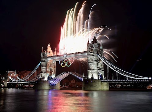 A spectacular view of the London Bridge and the fireworks... wish I was there!  www.london2012.com