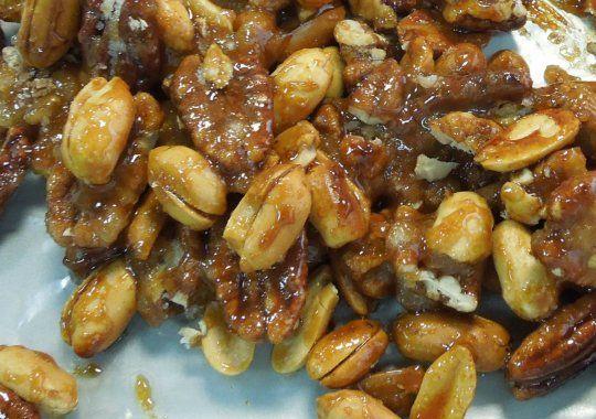 Cómo garapiñar nueces, almendras o cacahuates.