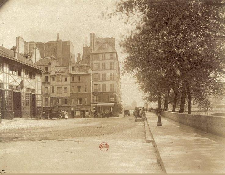 Le quai des Orfèvres photographié vers 1905 par Eugène Atget. A gauche on voit la caserne des Sapeurs-pompiers  (Paris 1er)