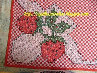 Chicken Scratch Strawberries Agulhas e sonhos: bordado em tecido xadrez