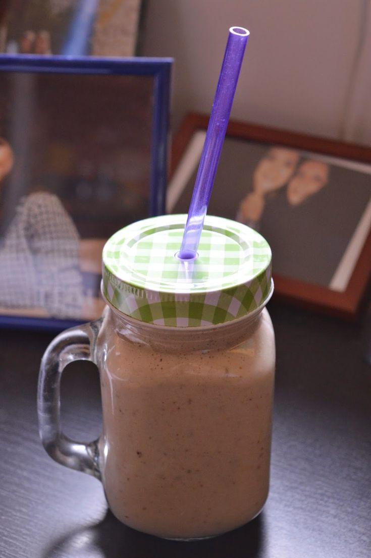 1 banana medie300 ml lapte de cocos1 lingurita seminte de in1 lingurita unt de arahide