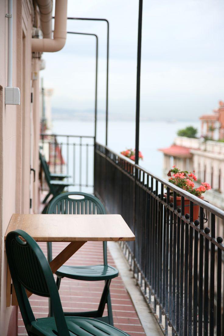 Il balcone che affaccia sul mare, Studio Cozzolino.