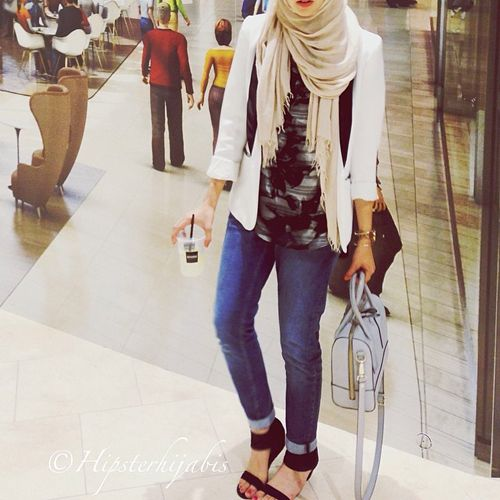This Instagram Will Inspire Muslims & Clingy-Clothes Haters Alike #refinery29  http://www.refinery29.com/hipster-hijabis-instagram#slide4