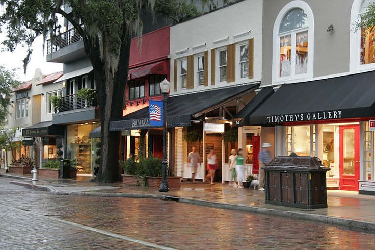 Park Avenue in Winter Park is a great place to spend the day. It has delicious restaurants to try and beautiful stores to browse.