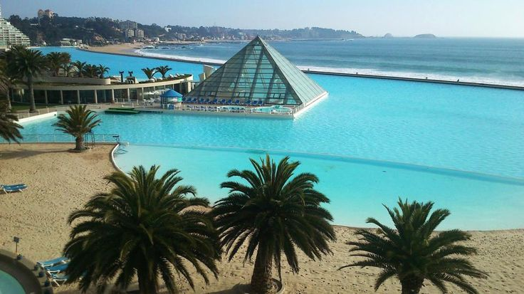 Chile's seawater pool of San Alfonso del Mar is the biggest swimming pool in the world. It is 3,324 ft long. (Photo: Wikimedia/User:Ro027)