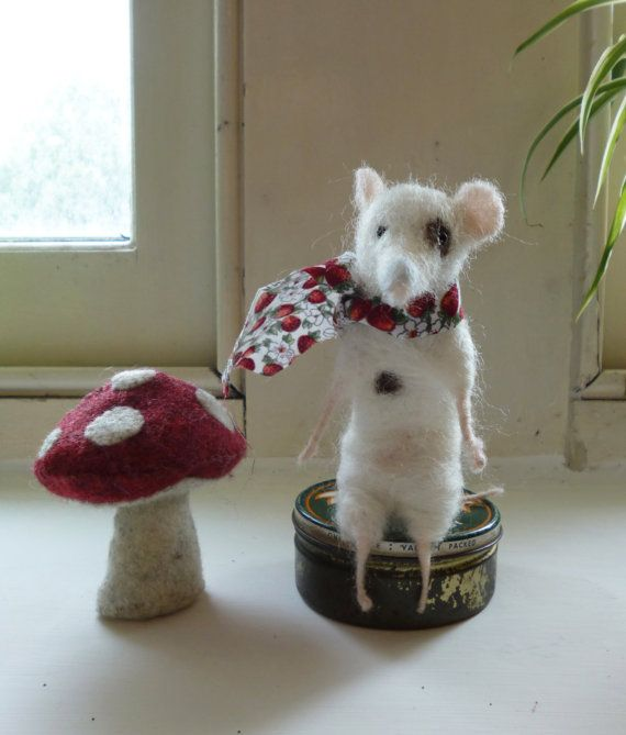 Pip the Mouse: Needle Felted Character Sculpture