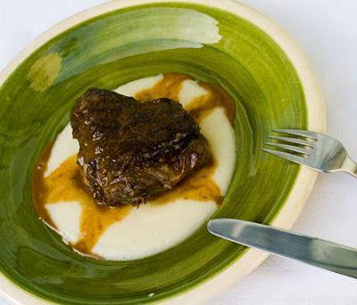 CARRILLERAS DE TERNERA, CARRÉ DE CORDERO CON SALSA DE MENTA Y CONEJO A LA SIDRA Y ESTRAGÓN  Un corte tan humilde como la carrillera puede dar mejores resultados que un carísimo solomillo. Eso sí, hay que tener paciencia para cocinarlo. #Recetas #Carrilleras de ternera #Carne  #recette #recetas #recetas faciles