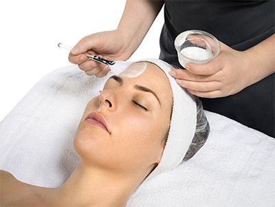 Experience the power of BioActive Peel, a powerful new skin resurfacing system from the skin health experts at Dermalogica and The International Dermal Institute. It helps reduce acne, pigmentation and signs of premature aging to reveal smoother, brighter and softer skin.