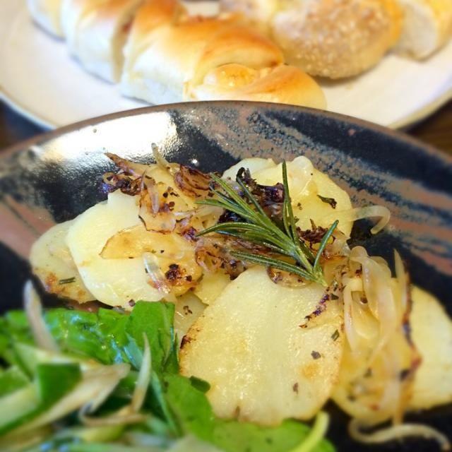 朝ごはんの副菜 - 6件のもぐもぐ - じゃがいものローズマリー炒め by Namiko Kanoya