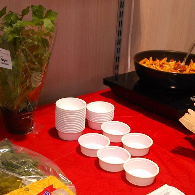 #komero maistiaisia tarjolla nyt Kampin keskuksen Alepassa. Alkuillasta paikalla myös @henkkaalen #ruoka #nopea