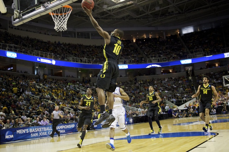 Oregon Ducks guard Johnathan Loyd (10) scores as the Oregon Ducks face the Saint Louis Billikens at HP Pavilion in the third round game of the NCAA basketball tournament.